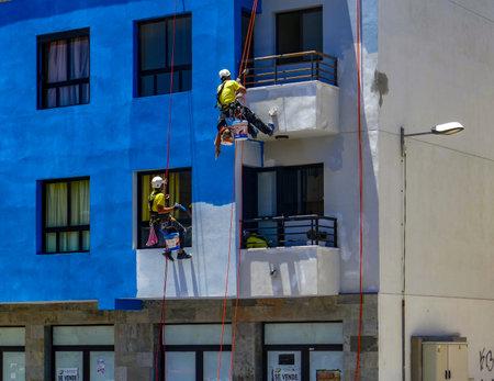 Handyman paint a house facade