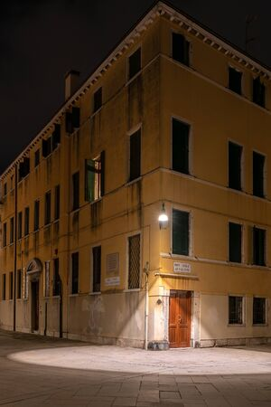 Night photo of a house in venice Stock fotó