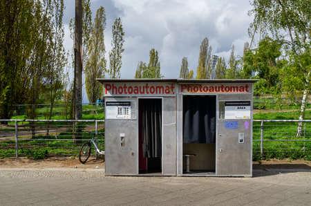 old photo fix automat at the Mauerpark in Berlin Standard-Bild