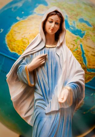 de Maagd Maria voor de aarde
