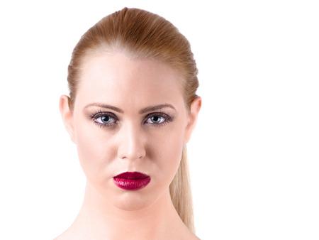 full red: giovane donna con i capelli lisci biondi e labbra rosse piene Archivio Fotografico
