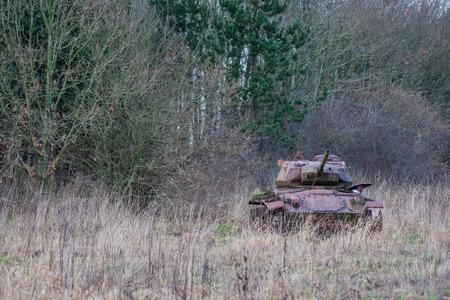 Vieux tank � l'automne la nature