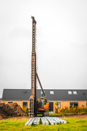 single family: Industrial piling machine in a single family neighborhood Stock Photo