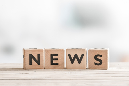 breaking news: Wooden news sign on a table in an office Stock Photo