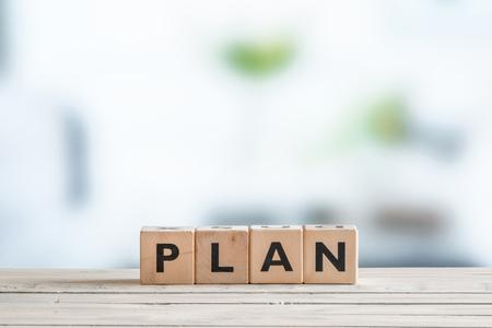 plan de accion: Plan de palabra en cubos de madera sobre una mesa