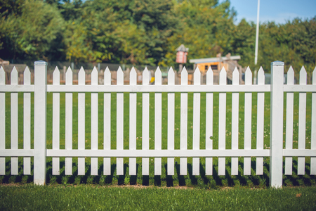 Wooden fence in white color in the park 免版税图像 - 64968162