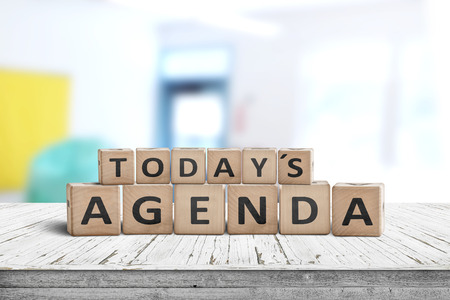 Today's agenda sign on a wooden desk in a bright classroom with colors Standard-Bild
