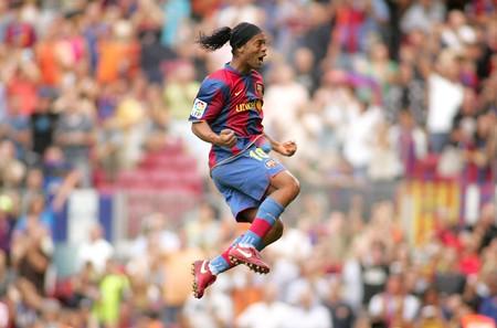 Striker: Brazylijski zawodnik Ronaldinho w działania podczas meczu Ligi Hiszpańskiej między Barcelona i Bilbao Nou Camp Stadium w Barcelonie, Hiszpania. 2 Września 2007. Publikacyjne