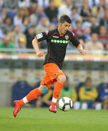 futbol: David Villa of Valencia CF in action during a Spanish League match between RCD Espanyol and Valencia at the Estadi Cornella on May 1, 2010 in Barcelona, Spain