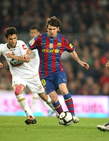 futbol: Leo Messi di Barcellona in azione durante un campionato corrispondenza tra Barcellona e RC Deportivo allo Stadio Camp Nou il 14 aprile 2010, a Barcellona, Spagna