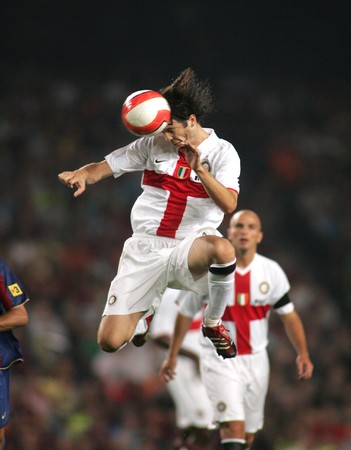 milánó: Argentinian footballer Santiago Solari during a friendly match between FC Barcelona and Inter de Milano at the Nou Camp Stadium on August 29, 2007 in Barcelona, Spain.