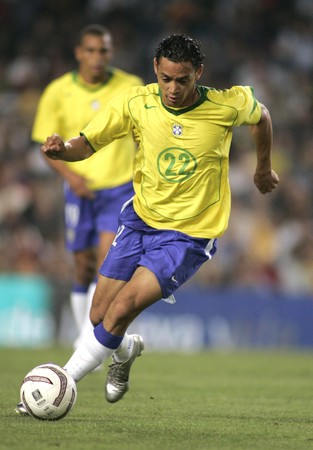 Brazilian player Ricardo Oliveira in action during the friendly match between Catalonia vs Brazil at Nou Camp Stadium in Barcelona, Spain. May 25, 2004