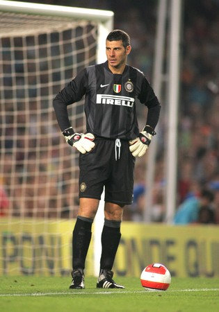 told: Inter de Milano goalkeeper Francesco Toldo during a friendly  match between FC Barcelona and Inter de Milano at the Nou Camp Stadium on August 29, 2007 in Barcelona, Spain