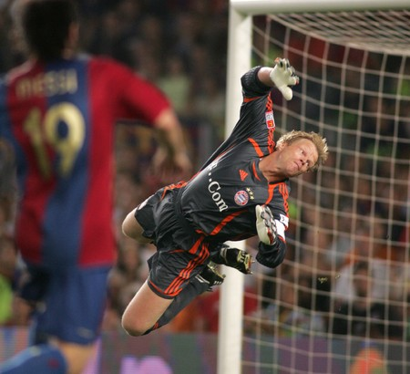 bayern: Goalkeeper Oliver Kahn during a friendly match between Bayern Munich and FC Barcelona at the Nou Camp Stadium on August 22, 2006 in Barcelona, Spain Editorial