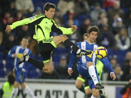 ander: Ander Herrera (L) of Zaragoza with Forlin (R) of Espanyol during a Spanish League match between Espanyol vs Zaragoza at the Estadi Cornella on January 10, 2010 in Barcelona, Spain