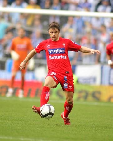 alberto: Alberto Rivera de Sporting Gij�n durante una liga espa�ola coinciden entre Espanyol y Gij�n en el Cornella de estadio el 28 de marzo de 2010 en Barcelona, Espa�a  Editorial