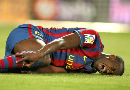 injure: Toure Yaya of Barcelona injured during a Spanish League match between FC Barcelona and Athletic Bilbao at the Nou Camp Stadium on April 3, 2010 in Barcelona, Spain