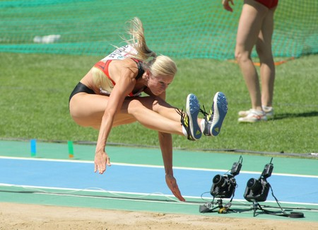 atletismo: Bianca Kappler de Alemania compite en el salto de longitud de la mujer durante el XX Campeonato Europeo de atletismo de en el Estadio Ol�mpico el 27 de julio de 2010 en Barcelona, Espa�a.