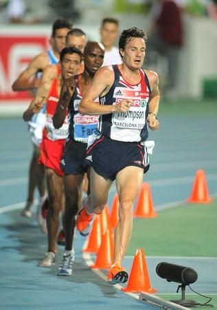 finalistin: Christopher Thompson von Gro�britannien, w�hrend die M�nner 10000m endg�ltig w�hrend der 20th Leichtathletik-Europameisterschaft am Olympiastadion am 27 Juli 2010 in Barcelona, Spanien Editorial