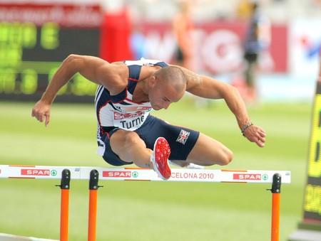 finalistin: Andy Turner von Gro�britannien konkurriert das 110 m-H�rden-Ereignis w�hrend der 20th Leichtathletik-Europameisterschaft am Olympiastadion am 29 Juli 2010 in Barcelona, Spanien Editorial