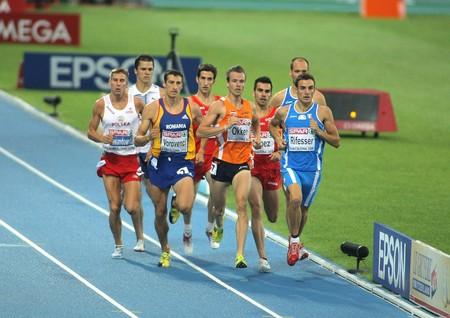 finalistin: Wettbewerber von 800 m M�nner w�hrend der 20th Leichtathletik-Europameisterschaft am Olympiastadion am 29 Juli 2010 in Barcelona, Spanien Editorial