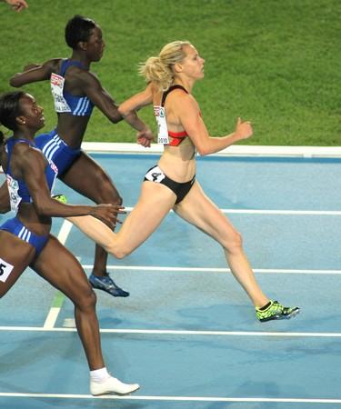 atletismo: Verena Sailer de Alemania celebra el oro de los 100 m de la mujer durante el XX Campeonato Europeo de atletismo de en el Estadio Ol�mpico el 29 de julio de 2010 en Barcelona, Espa�a  Editorial
