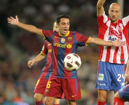 xavi: Xavi Hernandez of Barcelona in action during spanish league match between FC Barcelona and Sporting Gijon at Nou Camp Stadium in Barcelona, Spain. September 22, 2010