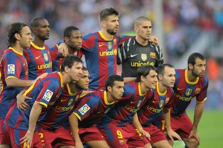 unicef: Futbol Club Barcelona Team prima della partita tra Barcellona e Maiorca in stadio del Camp Nou di Barcellona. 3 Ottobre 2010