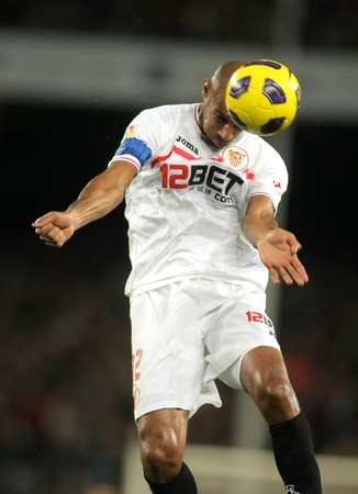 frederic: Frederic Kanoute of Sevilla in action during spanish league match between FC Barcelona and Sevilla FC at Nou Camp Stadium on October 30, 2010 in Barcelona, Spain