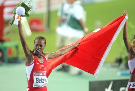 Alemitu Bekele of Turkey celebrates victory on 5000m women of the 20th European Athletics Championships at the Olympic Stadium on August 1, 2010 in Barcelona, Spain Stock Photo - 8461475