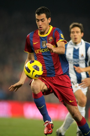 sergio: Sergio Busquets of Barcelona in action during a Spanish League match between FC Barcelona and Real Sociedad at the Nou Camp Stadium on December 12, 2010 in Barcelona, Spain