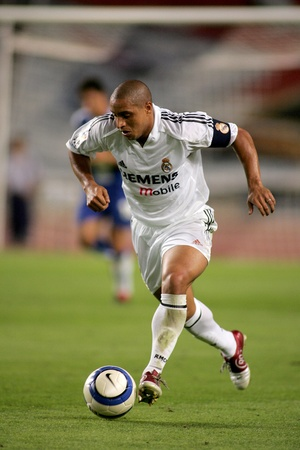 carlos: Brazilian player Roberto Carlos of Real Madrid in action during the match between Espanyol and Real Madrid at the Olympic Stadium on September 18, 2004 in Barcelona, Spain