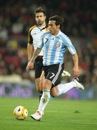 world cup: Argentinian player Ezequiel Lavezzi in action during the friendly match between Catalonia vs Argentina at Camp Nou Stadium in Barcelona, Spain. Dec. 22, 2009