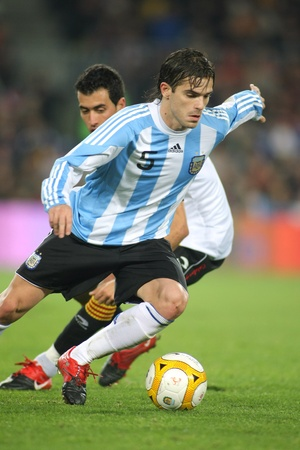 Argentinian player Fernando Gago in action during the friendly match between Catalonia vs Argentina at Camp Nou Stadium in Barcelona, Spain. Dec. 22, 2009