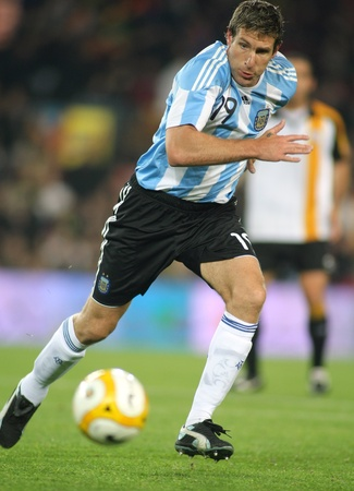 Argentinian player Martin Palermo in action during the friendly match between Catalonia vs Argentina at Camp Nou Stadium in Barcelona, Spain. Dec. 22, 200