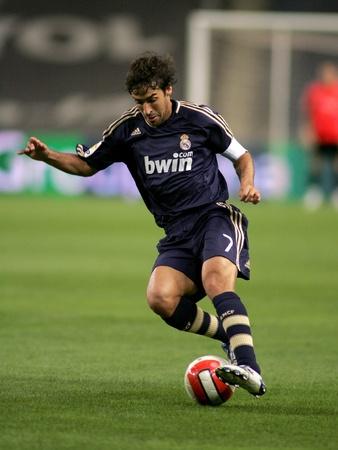 Striker: Raul Gonzalez Real Madryt w działania podczas Primera División dopasowania między Espanyol i Real Madryt na stadion olimpijski Montjuic 20 października 2007 w Barcelona, Spain