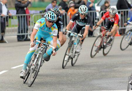 course cycliste: Cycliste du pro �quipe Astana russe Evgueni Petrov rides avec le pack lors de la course cycliste Tour de Catalogne, � Barcelone, le 27 mars 2011.
