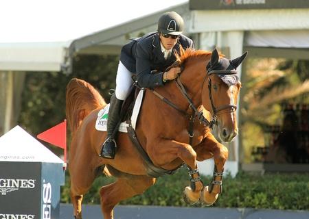 corse di cavalli: Eduardo Alvarez Aznar di Spagna in azione a cavallo Othello D