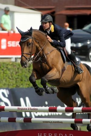 Cassio Rivetti dell'Ucraina in azione passeggiate a cavallo Verdi durante l'evento 100 CSIO al Real Club de Polo di Barcellona il 23 settembre 2011 a Barcellona, ??Spagna