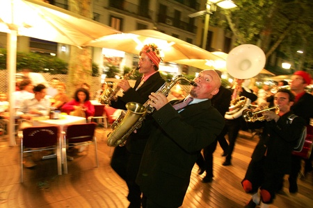 the ramblas: Musicians of music troop Le Compagnie Tetaclak in full swing performing his show at Las Ramblas during a Festival City on September 24, 2004 in Barcelona, Spain