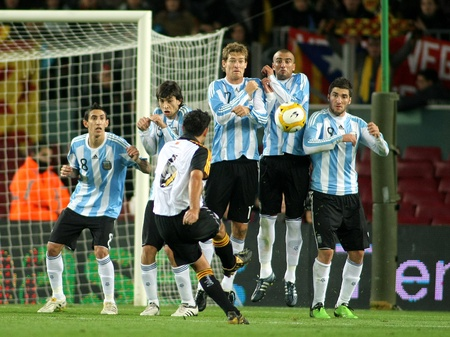 kick off: Argentinian players on the wall of the free kick launched for Xavi Hernandez during the friendly match between Catalonia vs Argentina at Camp Nou Stadium in Barcelona, Spain. Dec. 22, 2009 Editorial