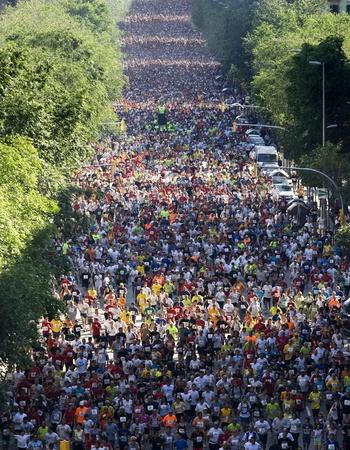 folla: Runners su Cursa de El Corte Ingles, la seconda gara pi� popolare al mondo, su strade di Barcellona il 18 maggio 2008 a Barcellona, ??Spagna
