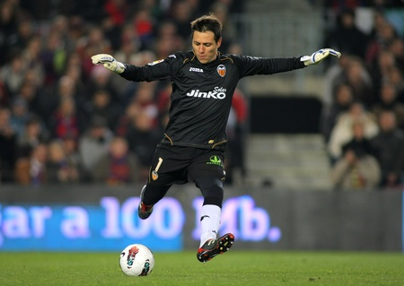 Diego Alves of Valencia CF in action during the Spanish league match against FC Barcelona at the Camp Nou stadium on February 19, 2012 in Barcelona, Spain
