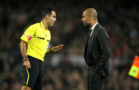 pep: Referee Velasco Carballo talks with FC Barcelona coach Pep Guardiola during the Spanish league match against Sporting Gijon at the Camp Nou stadium on March 3, 2012 in Barcelona, Spain