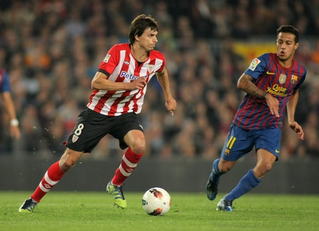 Ander Iturraspe(L) of Athletic Bilbao vies with Thiago Alcantara(R) of Barcelona during the Spanish league match at the Camp Nou stadium on March 31, 2012 in Barcelona, Spain