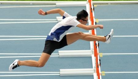 チン ・ ヨン Mui Hong Kong の 110 メートルの前にウォーミング アップ 2012 年 7 月 10 日にスペインのバルセロナでの 20 世界ジュニア陸上競技選手権、オ