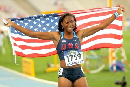 バルセロナ、スペインで 2012 年 7 月 13 日にオリンピック スタジアムで 20 世界ジュニア陸上競技選手権の間に彼の金目たるを祝う米国のエリカ ラッ