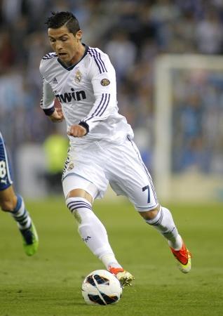 スペイン リーグの間にレアル マドリードのクリスティアーノロナウド Ronaldo 一致エスパニョールと Estadi コルネイヤでレアル マドリードで 2013 年 5  報道画像