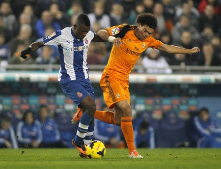 to pepe: Pepe Lima of Real Madrid vies with Jhon Cordoba of RCD Espanyol during the Spanish League match at the  Estadi Cornella on January 12, 2014 in Barcelona, Spain