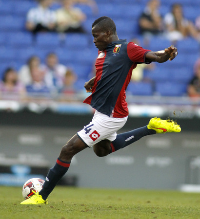 cfc: Isaac Cofie of Genoa CFC in action during a friendly match against RCD Espanyol at the Estadi Cornella on August 17, 2014 in Barcelona, Spain